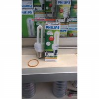 Lampu Philips Essential 8W Kuning (Warm White)