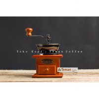 Classic Wood Manual Grinder Cafe