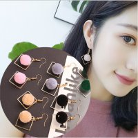 Anting Bola Bulu / Anting Fashion Wanita - BER010