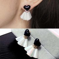Anting Korea Small black and white prism simple love earrings