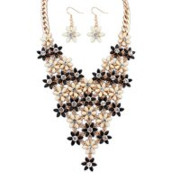 Set Kalung & Anting diamond decorated flower design