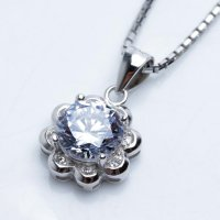 Kalung Luxury White Gold Plated 132 Free Rantai & Box & Pouch Cantik