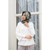 Hijab segi 4 silk black flower