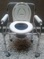 Commode chair dengan roda Kursi BAB/PUP Toilet/Bongkar