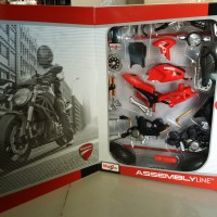 Ducati Monster 696 2011 Red Assembly model kit Motor 1/12 Maisto SHF