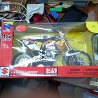 Suzuki RM-Z 450 Factory Racing - Yoshimura Team - James Stewart 1/6