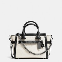 COACH Swagger 20 With Chain In Pebble Leather - Putih (DB220 White)