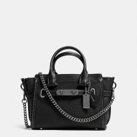 COACH Swagger 20 With Chain In Pebble Leather - Hitam (DB220 Black)