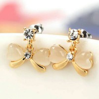 Anting Korea Putih Cantik Murah