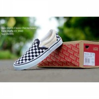sepatu casual sporty coupel vans checkerboard slip on black white