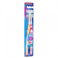 Oral B Classic Toothbrush Medium 2s