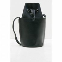 [BERRYBENKA] Lisa Slingbag-Black