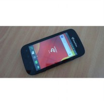 Smartfren Andro ; OS Android Versi 2.3 upgradeable to Versi 4 Ice Cream Sandwich. Free Memory 4GB