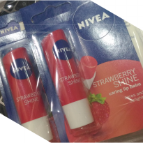 NIVEA LIP CARE FRUITY SHINE STRAWBERRY