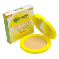 Garnier Light Complete Face Powder SPF 18
