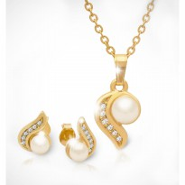 18K Gold-plated with high quallity of fashionable pearl combined with six stone of Cubic Zirconia