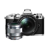 Olympus OM-D E-M5 Mark II Kit 14-150mm f/4.0-5.6 II + 45mm f/1.8 Kamera Mirrorless - Silver