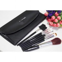 MAC BRUSH SET 7 KUAS MAKE UP + DOMPET