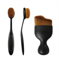 [MUST HAVE ITEM] OVAL FOUNDATION BRUSH / CURVED FACE BRUSH (1pc)