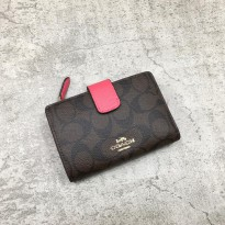 Dompet Branded Original CH Medium Corner Zip Wallet in Signature