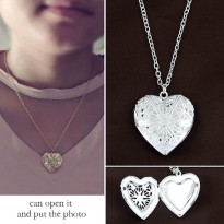 KN45235 Kalung Forever 21 Gold Heart Photo Silver