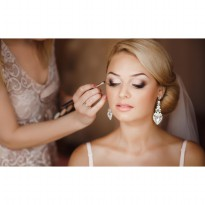 PAKET E : Make Up & Hairdo Bridal Include Re-Touch [Gaun & Aksesoris Pengantin di Pinjamkan]