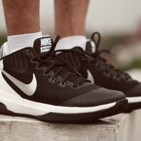 Sepatu Basket Nike Air Versitile - Black/White
