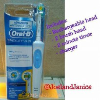 Oral B Vitality Pro White Electric Toothbrush +2 Refill
