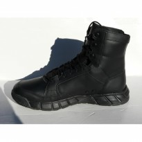 Oakley Light Assault Leather Boot Medium, Black