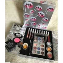 KYLIE BIG BOX HOLIDAY SET