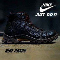 NIKE BOOT CRACK SAFETY