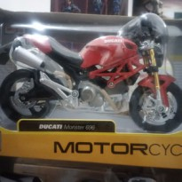Motor Ducati Monster 696 Red 1/12 Maisto