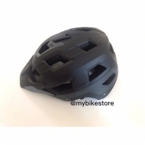 Helm polygon ramp black