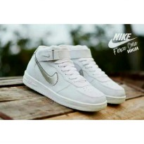 Sepatu Sneakers Nike High - Full White