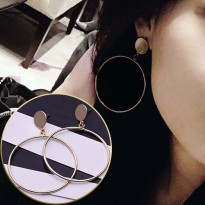 Minimalist Geometric Circle Earrings - Gold