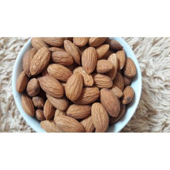 Natural Almond 1 Kg Whole RAW  Mentah kulit ari  kacang almon 1000gr