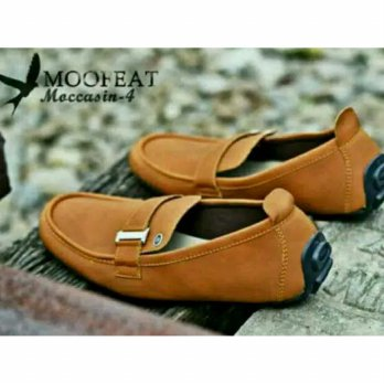Sepatu Casual Slip On Mocasin Moofet- TAN