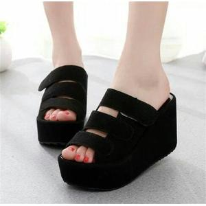 WEDGES SOFIA HITAM