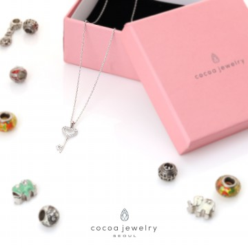 [New Arrival] Cocoa Jewelry Key Of Lock Necklace Silver Color