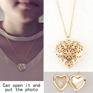 Kalung Forever 21 Gold Heart Photo KN45162