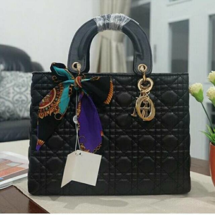 DIOR ANYAM SYAL 3in1 Shopee Indonesia Source Sale Dior Lady dove Hitam  besar . 65f604c425