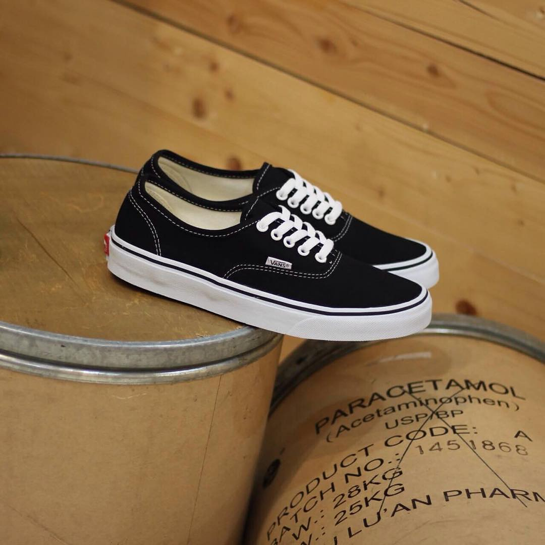 Sepatu Vans Authentic Black White Waffel Icc  d268d852fd