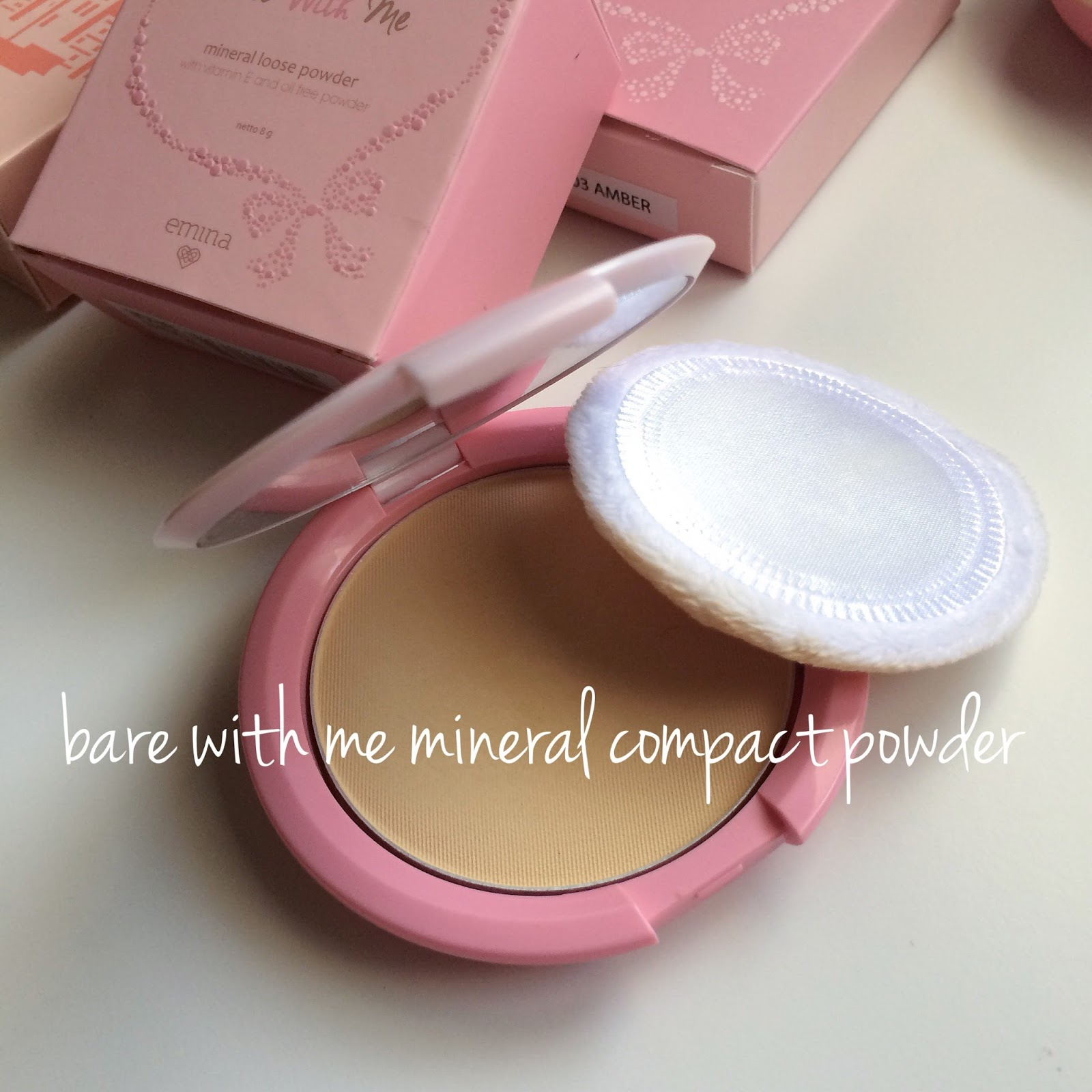 Emina Bare With Me Mineral Compact Powder / MKP0157 .